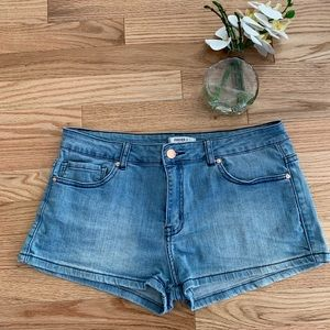 🌞🏝Forever 21 light wash Jean shorts 🏝🌞